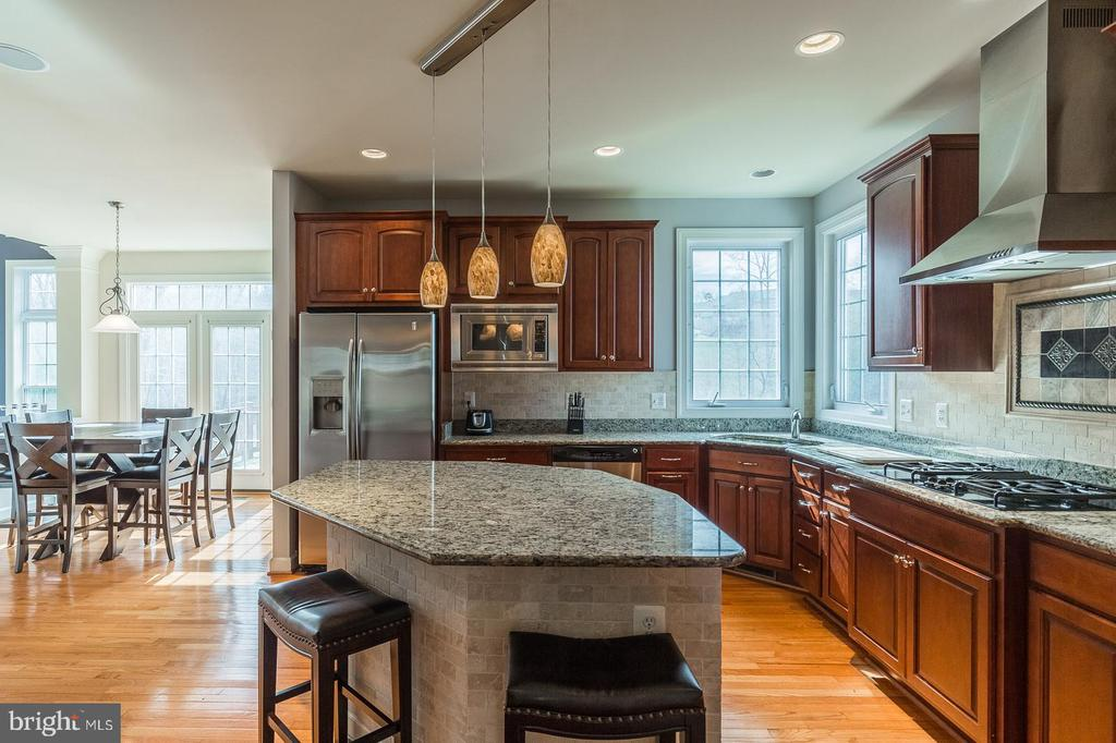 Ample space with separate breakfast area - 18487 KERILL RD, TRIANGLE