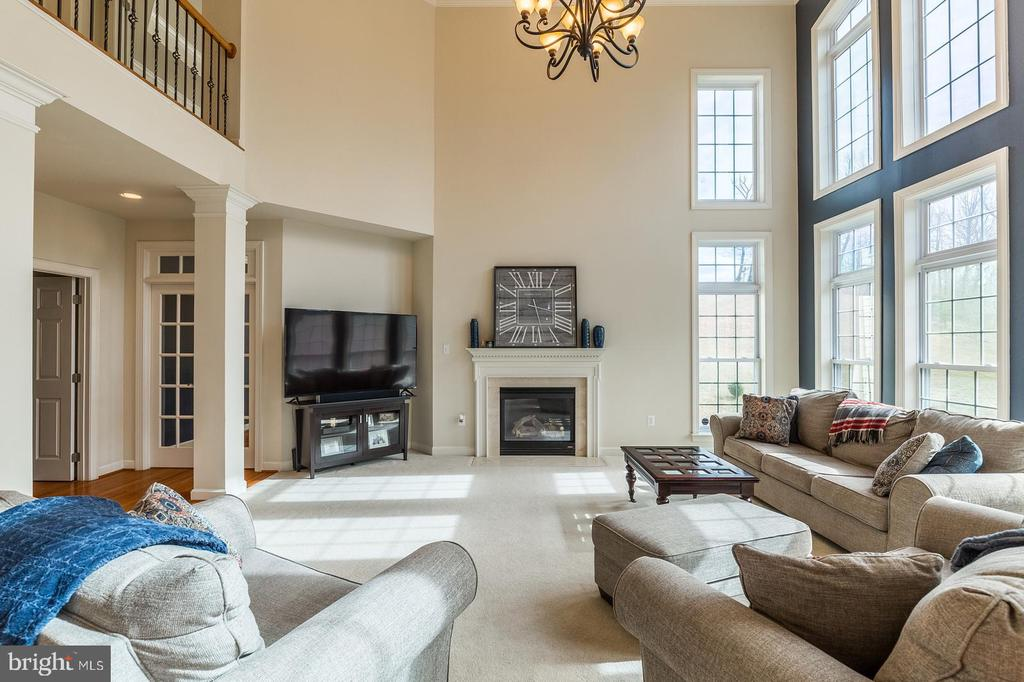 Cozy up around the gas fireplace - 18487 KERILL RD, TRIANGLE