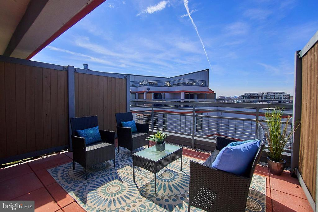 Private rooftop patio - 2120 VERMONT AVE NW #611, WASHINGTON