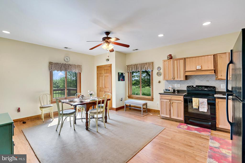 Separate Private wing kitchen w/sep entrance - 38581 DAYMONT LN, WATERFORD
