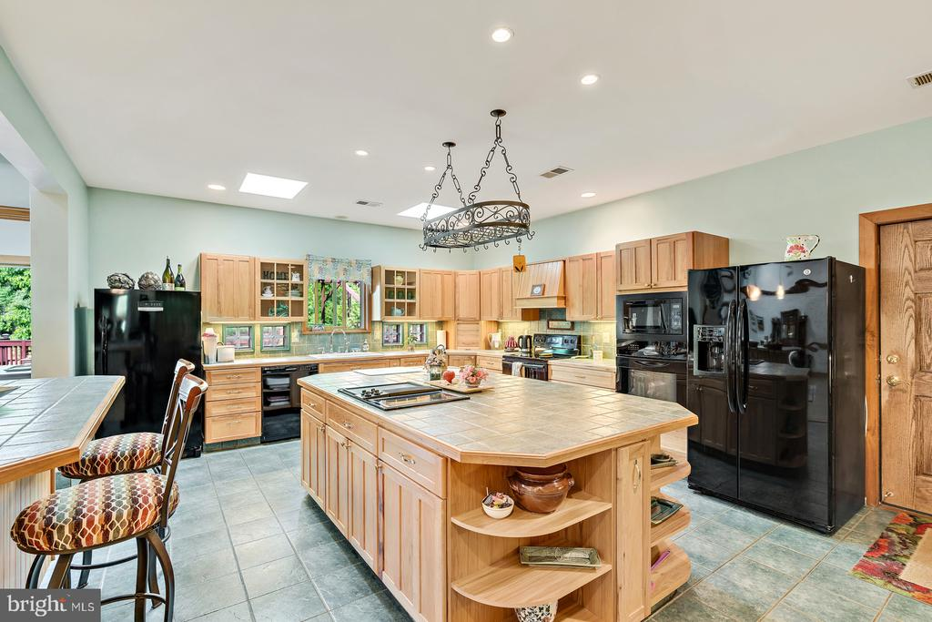 Recessed lights - 38581 DAYMONT LN, WATERFORD