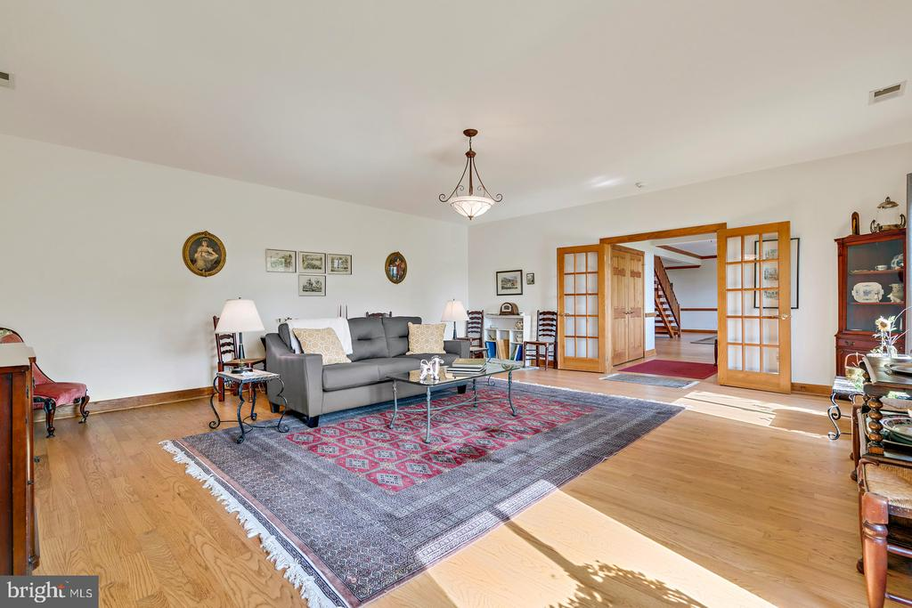 Spacious Living room w/French Doors to foyer - 38581 DAYMONT LN, WATERFORD