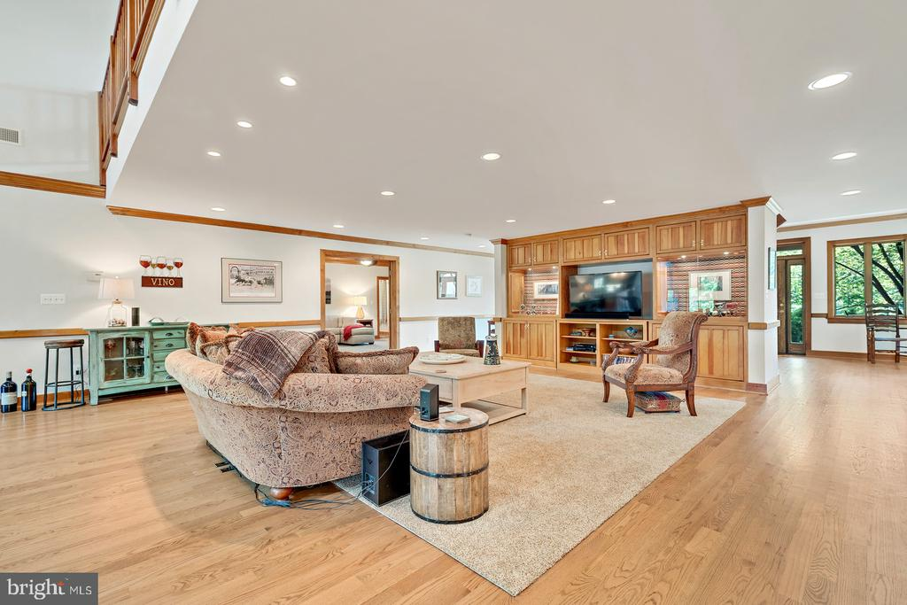 Great Room with Custom Built In Bookcases - 38581 DAYMONT LN, WATERFORD