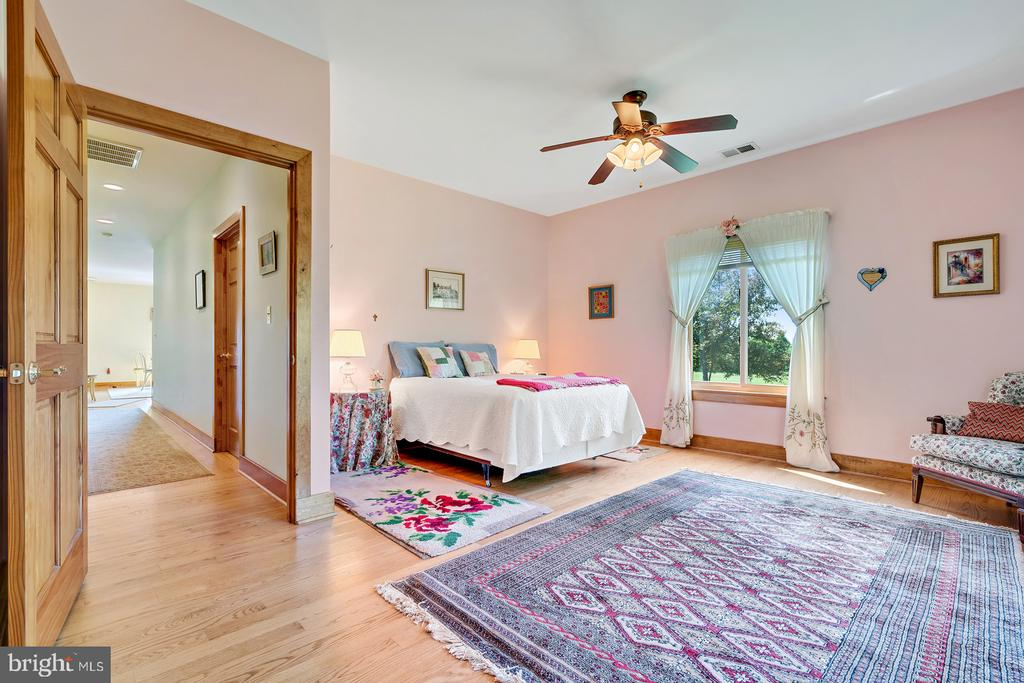 another private guest room - 38581 DAYMONT LN, WATERFORD