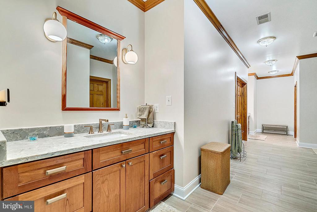 His and Hers vanities in New Owner's Bath 2019 - 38581 DAYMONT LN, WATERFORD