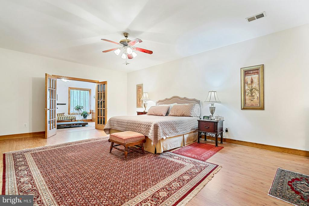 Main level Owner's Suite also opens to Sitting Rm - 38581 DAYMONT LN, WATERFORD