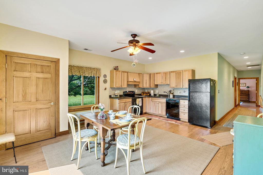 Separate Kitchen w/separate entrance to own deck - 38581 DAYMONT LN, WATERFORD