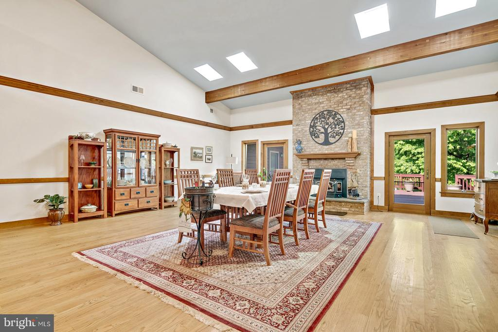 Great room  w/brick hearth Fire Place & wood stove - 38581 DAYMONT LN, WATERFORD