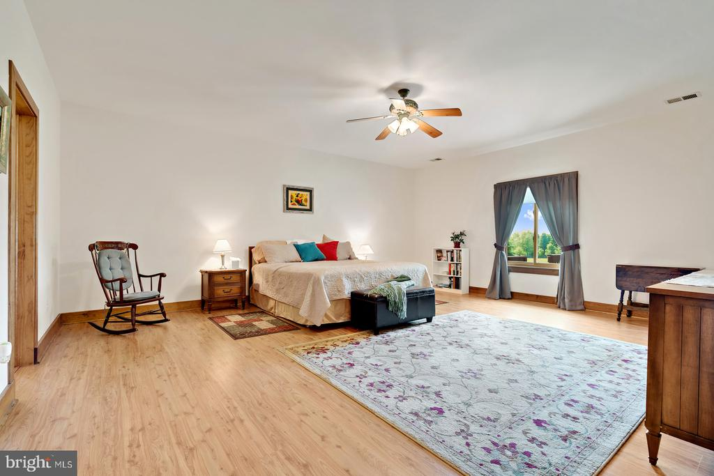 Guest room w/Ceiling fans - 38581 DAYMONT LN, WATERFORD