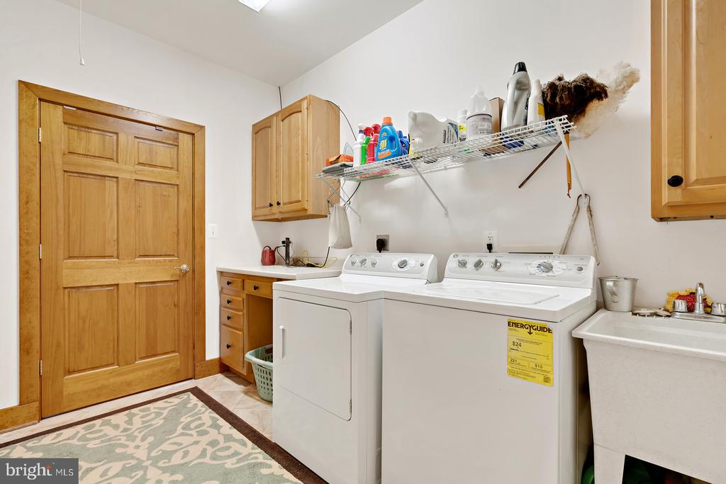 Separate Laundry room - 38581 DAYMONT LN, WATERFORD