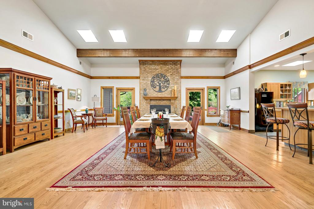 Great Room - Soaring Vaulted Ceiling & Sky Lights! - 38581 DAYMONT LN, WATERFORD