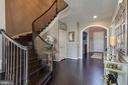 Main Level Hallway - 42231 AMBER MEADOWS LN, BRAMBLETON