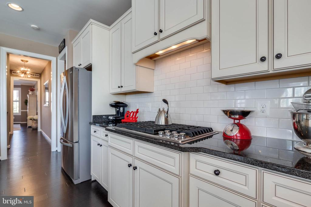 Gourmet Kitchen - 42231 AMBER MEADOWS LN, BRAMBLETON