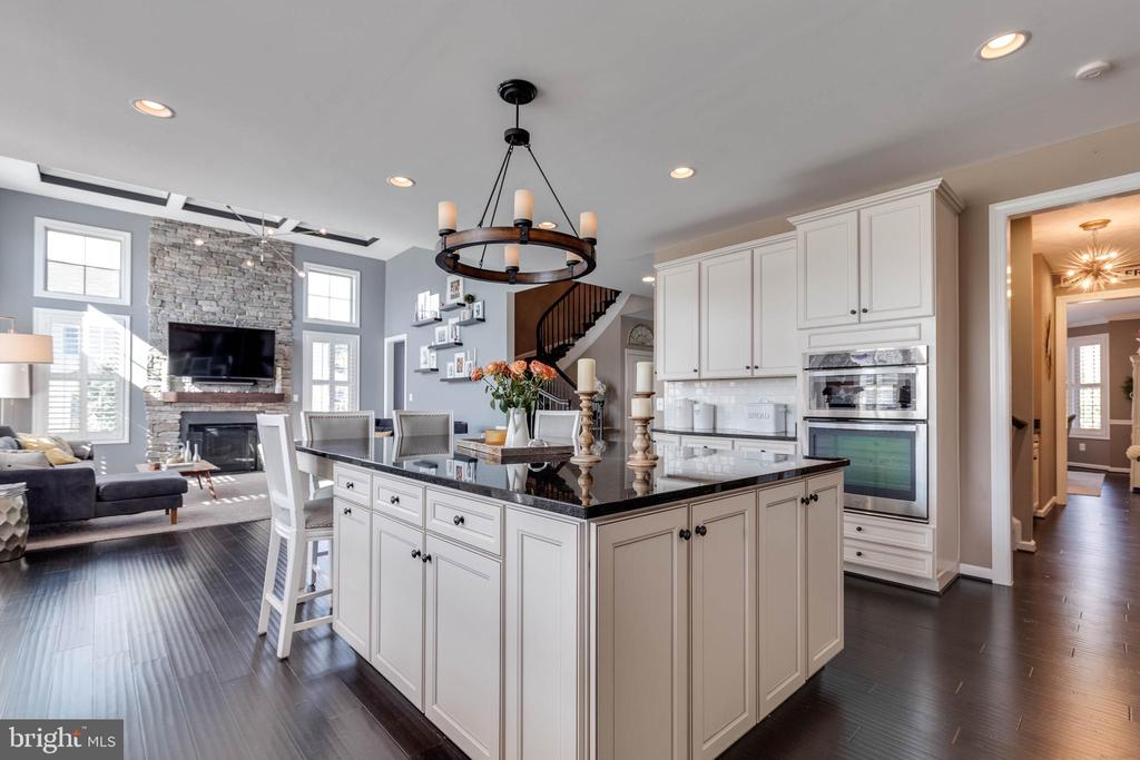 Gourmet Kitchen with Ample Cabinetry - 42231 AMBER MEADOWS LN, BRAMBLETON
