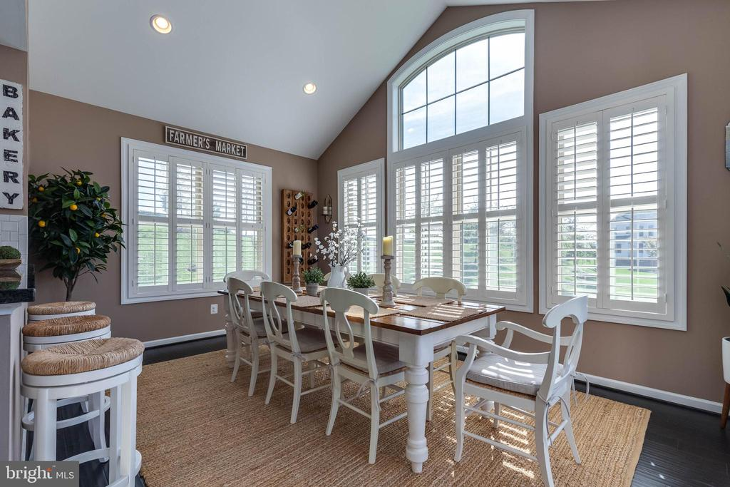 Great Morning Room with Plenty of Natural Light - 42231 AMBER MEADOWS LN, BRAMBLETON