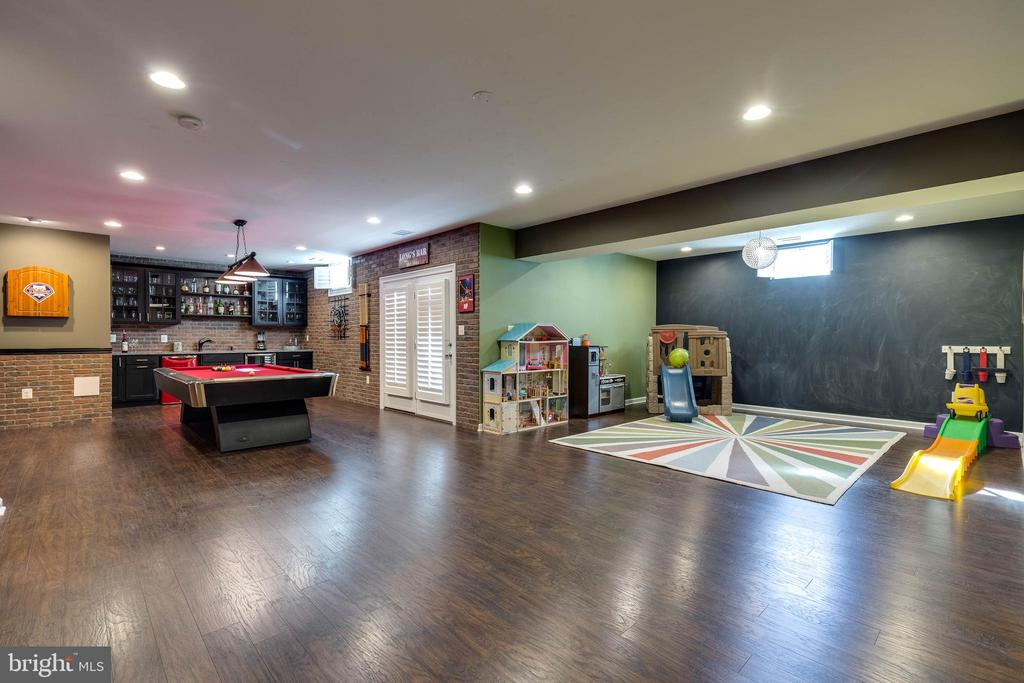 Kids Play Area - 42231 AMBER MEADOWS LN, BRAMBLETON