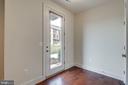 Enter into lovely hardwood floors - 44732 ROOSEVELT SQ, ASHBURN