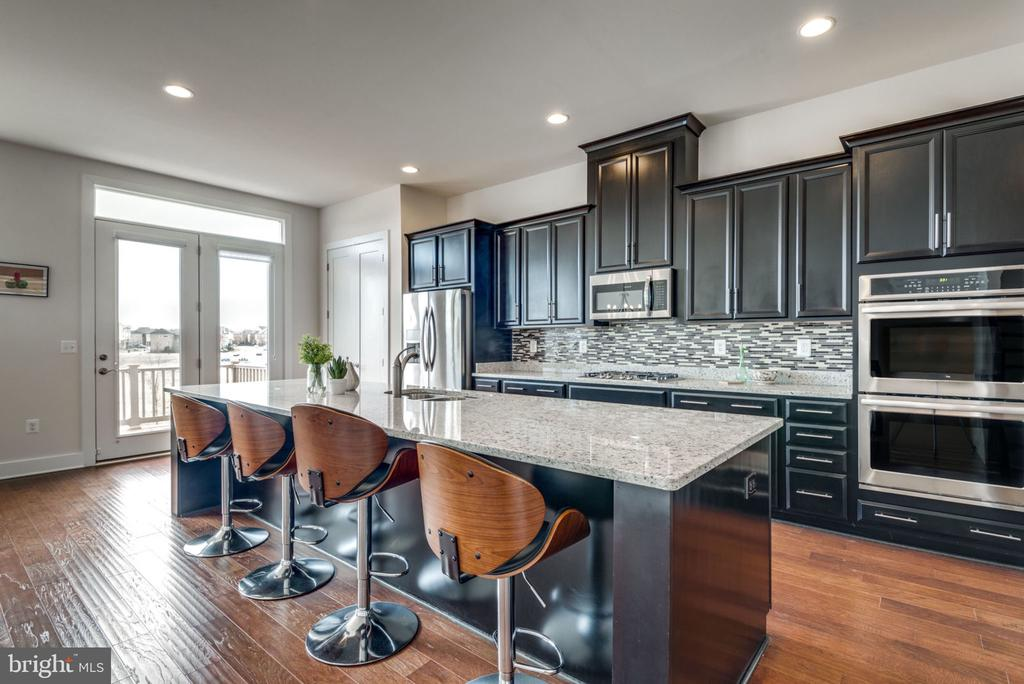 Gorgeous kitchen - 44732 ROOSEVELT SQ, ASHBURN