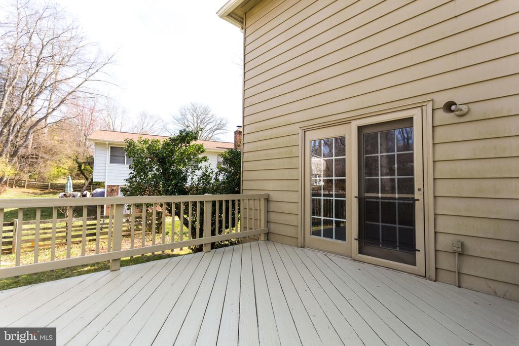 Large deck, perfect for outdoor entertaining. - 4708 FEDERAL CT, ANNANDALE