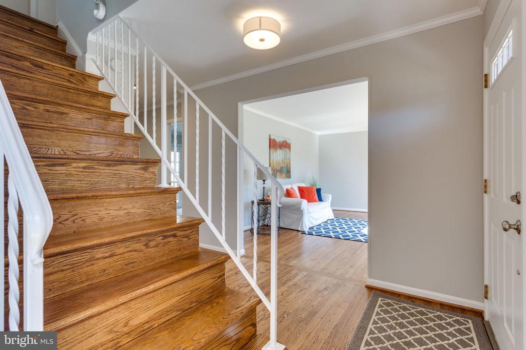Entry - 4708 FEDERAL CT, ANNANDALE