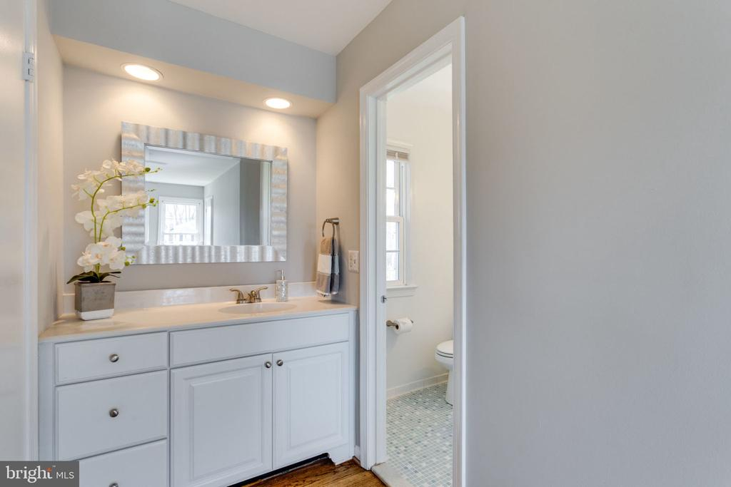 Master Bath has two vanities and lots of storage. - 4708 FEDERAL CT, ANNANDALE