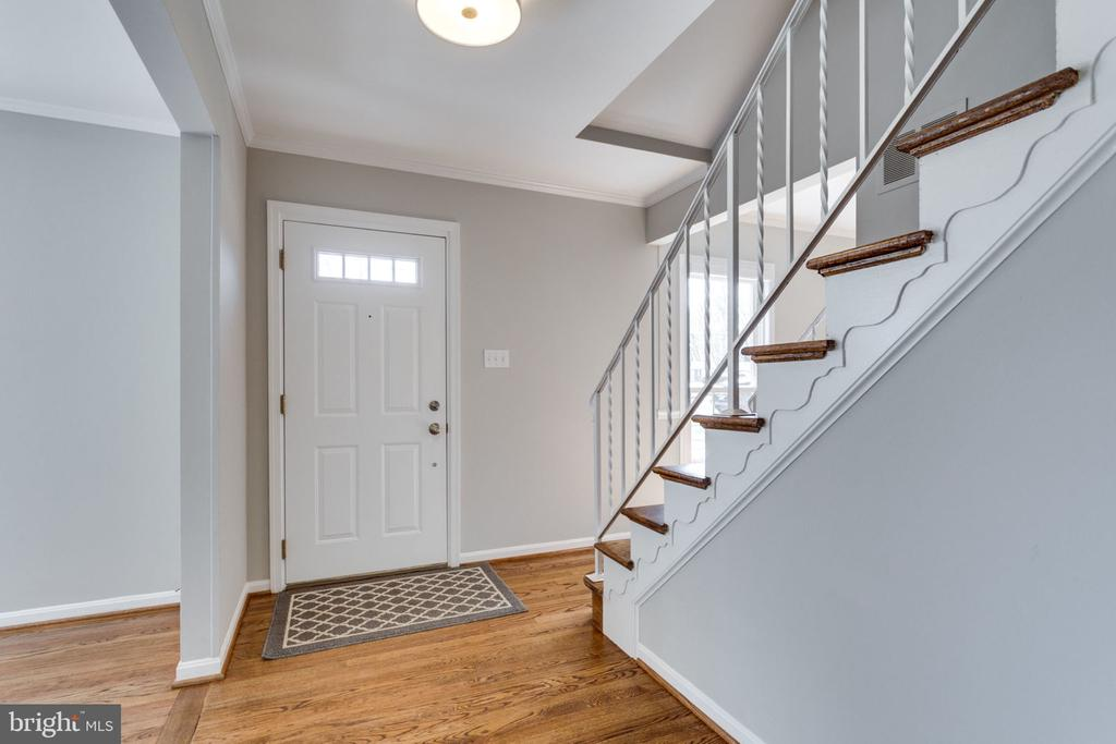 The gleaming wood floors and staircase welcome you - 4708 FEDERAL CT, ANNANDALE