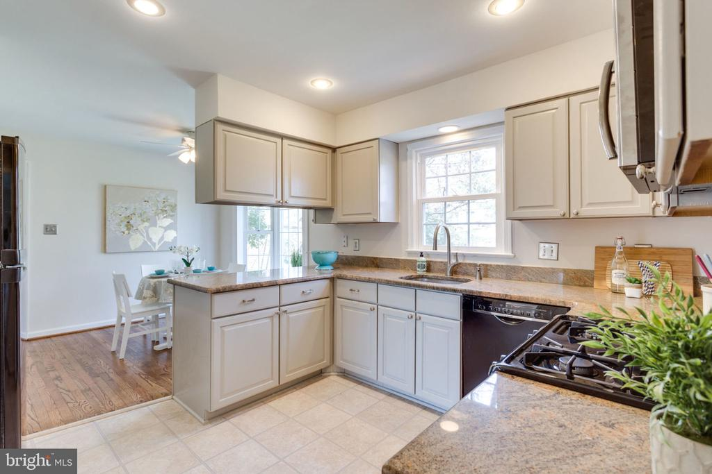 Kitchen ft. beautiful cabinets and counters. - 4708 FEDERAL CT, ANNANDALE