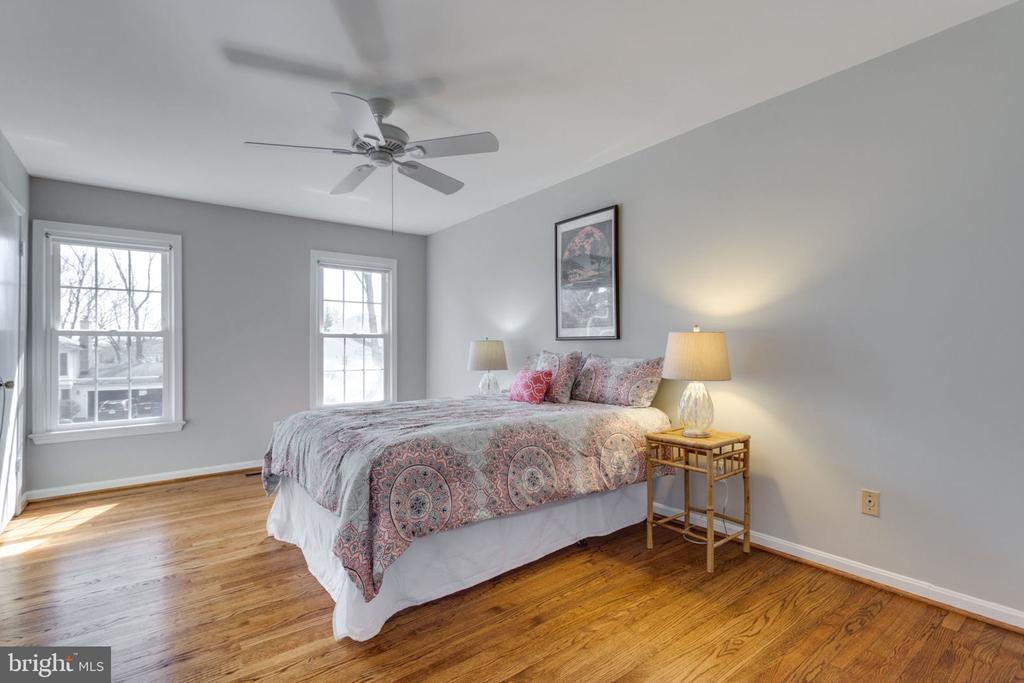 Master Bedroom with gleaming wood floors. - 4708 FEDERAL CT, ANNANDALE