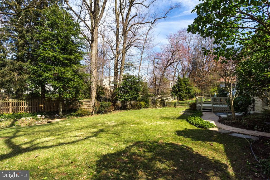 Flat, spacious & private yard - 4708 FEDERAL CT, ANNANDALE