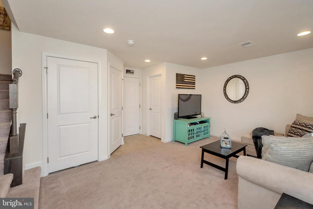 Main entrance rec room, with entrance to garage! - 3014 REVERE ST, BEALETON