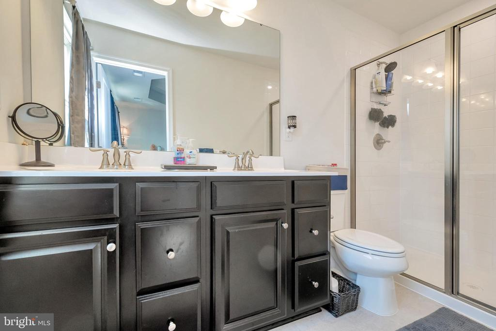 Master bath, 2 shower heads! - 3014 REVERE ST, BEALETON