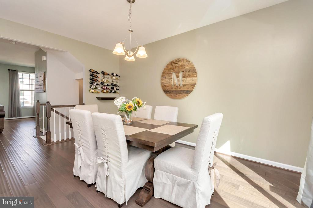 Plenty of room for a feast with family! - 3014 REVERE ST, BEALETON
