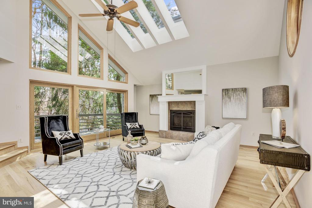 INCREDIBLE LIVING ROOM W/ WALLS OF GLASS - 11594 NEWPORT COVE LN, RESTON