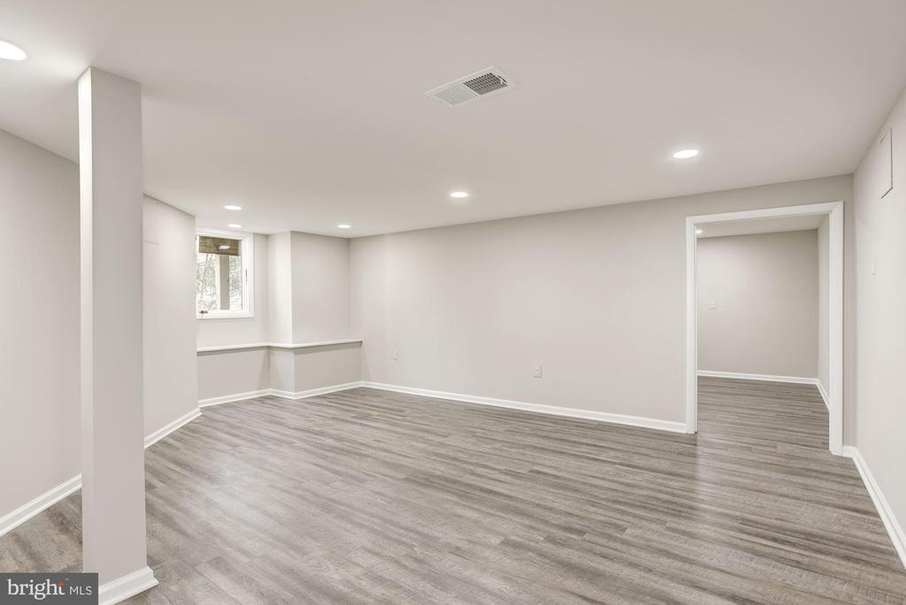 EXERCISE ROOM OR LARGE GUEST SUITE - 11594 NEWPORT COVE LN, RESTON