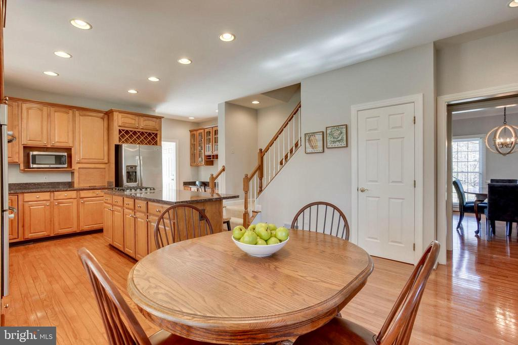 Back Staircase - 26158 GLASGOW DR, CHANTILLY
