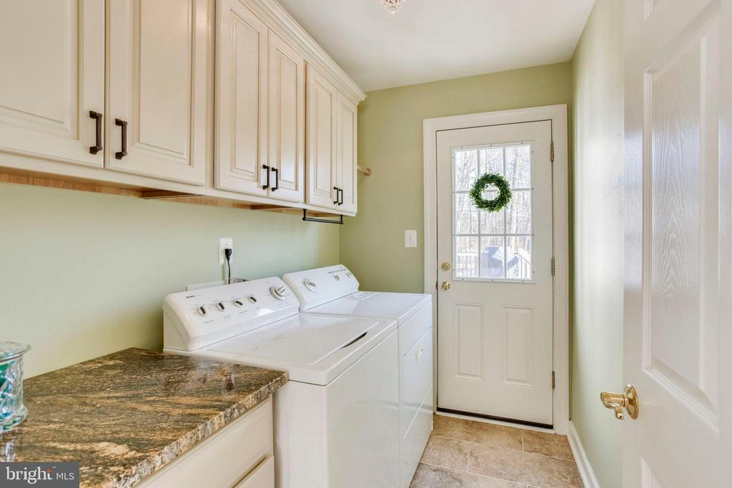 You will Enjoy Doing Laundry Here! - 26158 GLASGOW DR, CHANTILLY
