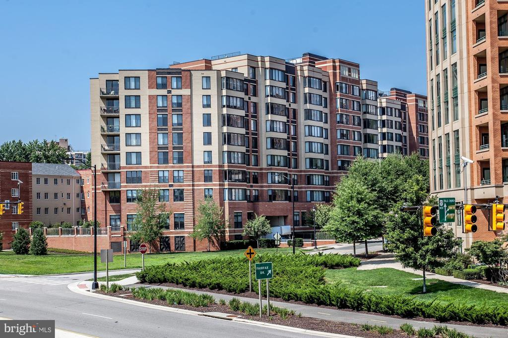 2220  FAIRFAX DRIVE  304, Arlington, Virginia