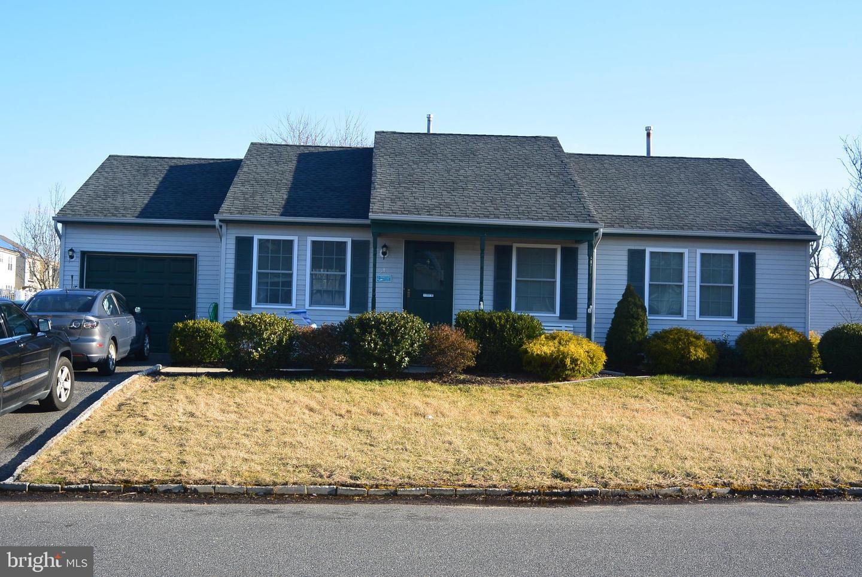 Частный односемейный дом для того Продажа на 4 LAKE CRYSTALBROOK Drive Tuckerton, Нью-Джерси 08087 Соединенные ШтатыВ/Около: Little Egg Harbor Twp