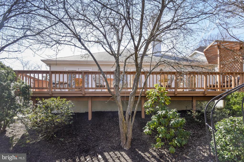 Deck expands length of home! - 4572 SHETLAND GREEN RD, ALEXANDRIA