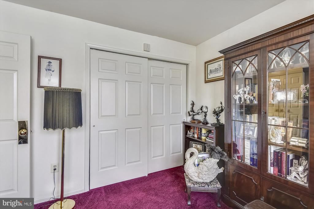 2nd bedroom on main level has carpet - 4572 SHETLAND GREEN RD, ALEXANDRIA