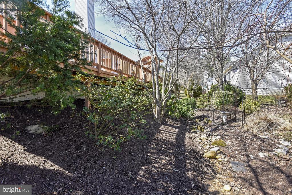 Deck and landscaping - 4572 SHETLAND GREEN RD, ALEXANDRIA