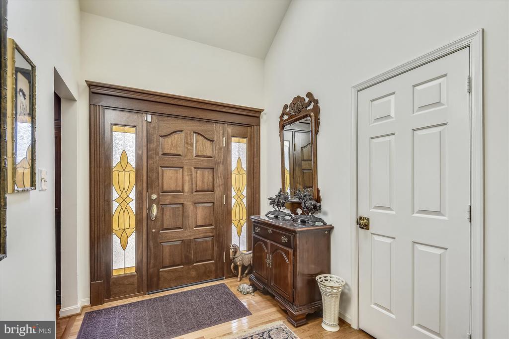 Formal 2-story foyer. - 4572 SHETLAND GREEN RD, ALEXANDRIA