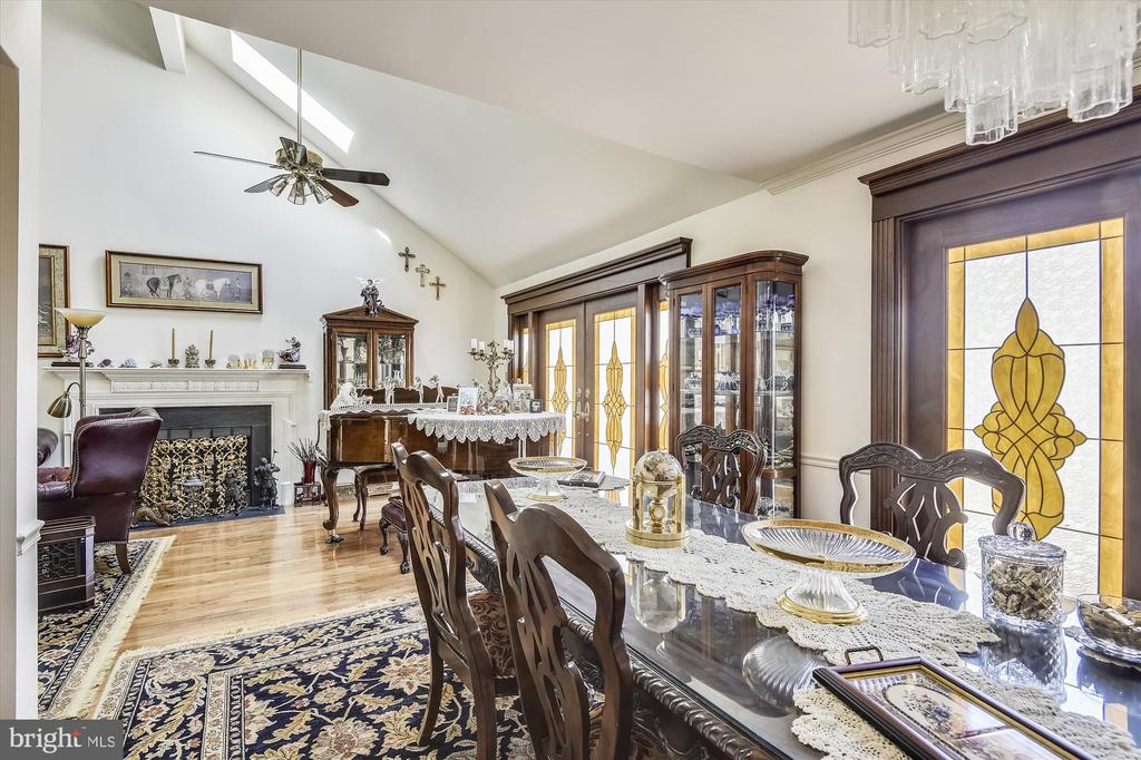Open Living and Dining areas - 4572 SHETLAND GREEN RD, ALEXANDRIA
