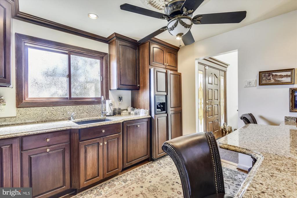 Granite countertops, wood floors, custom cabinetry - 4572 SHETLAND GREEN RD, ALEXANDRIA