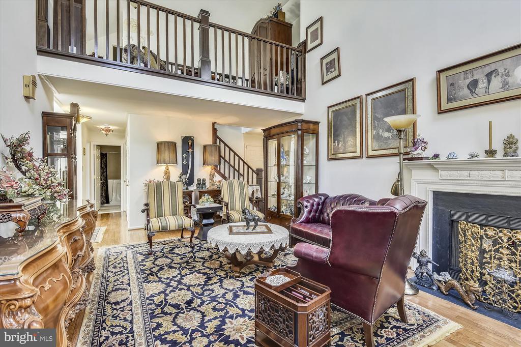 Expansive 27' Living Room - 4572 SHETLAND GREEN RD, ALEXANDRIA