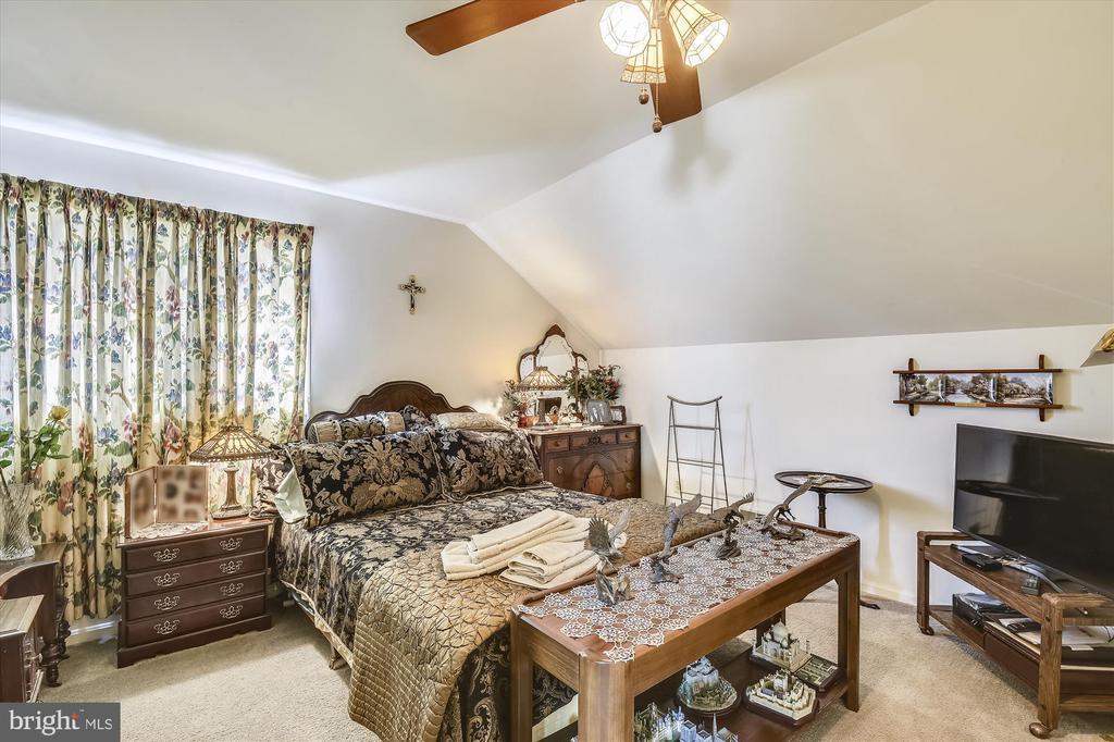 Upper Level Bedroom #3 - 4572 SHETLAND GREEN RD, ALEXANDRIA