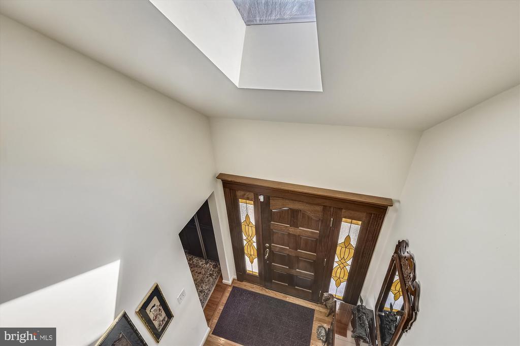 Loft overlooks foyer. - 4572 SHETLAND GREEN RD, ALEXANDRIA