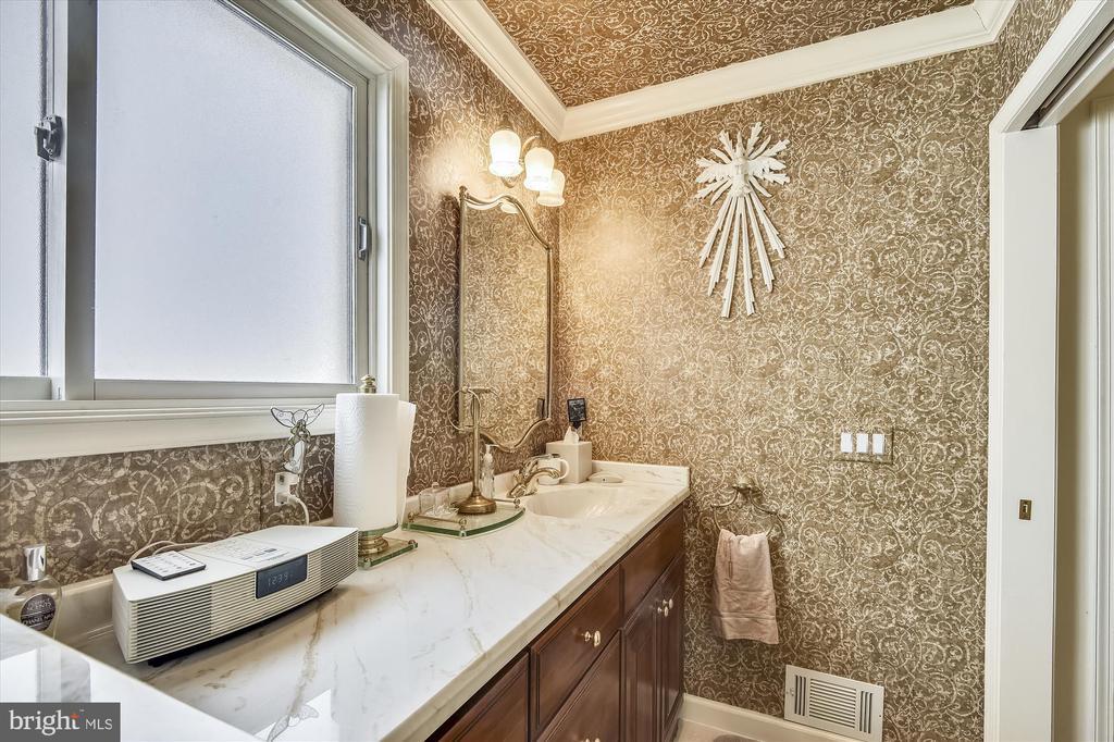 Main Level Master Bath - 4572 SHETLAND GREEN RD, ALEXANDRIA