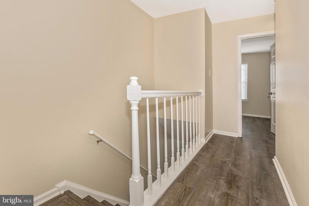 Upper Level Hallway - 18862 MCFARLIN DR, GERMANTOWN