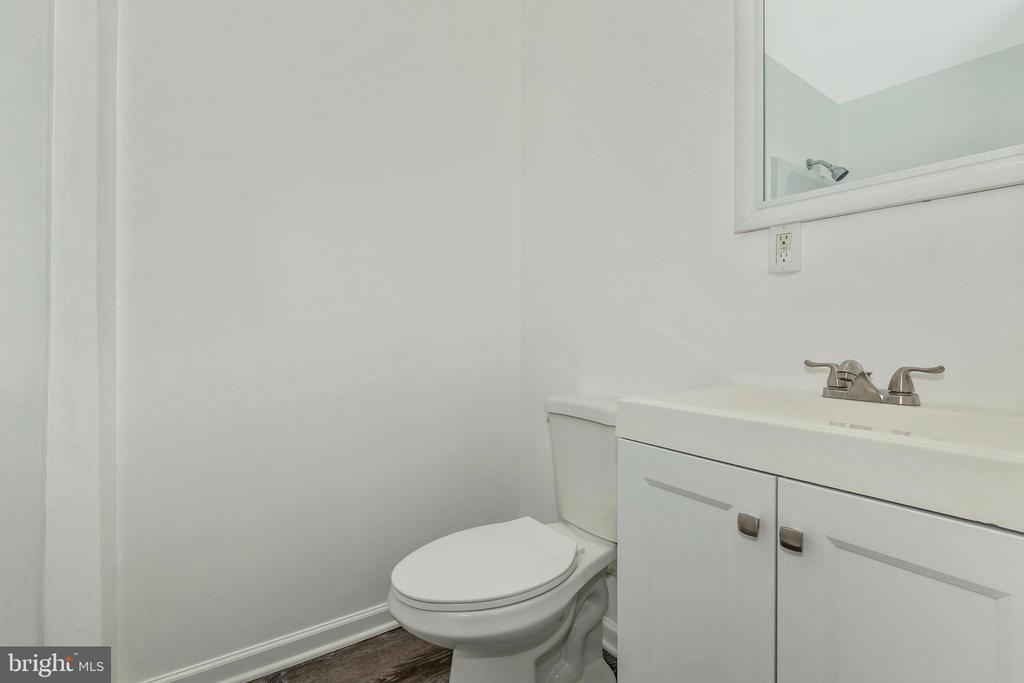 New Full Bathroom - 18862 MCFARLIN DR, GERMANTOWN